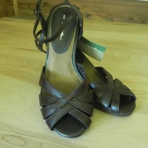 Thom McAn Brown Heeled Sandal Ankle Strap NWT